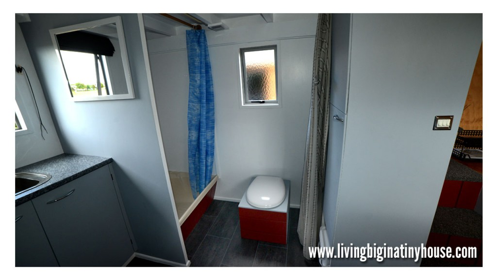 Bretts-Tiny-House-Bathroom-1024x576